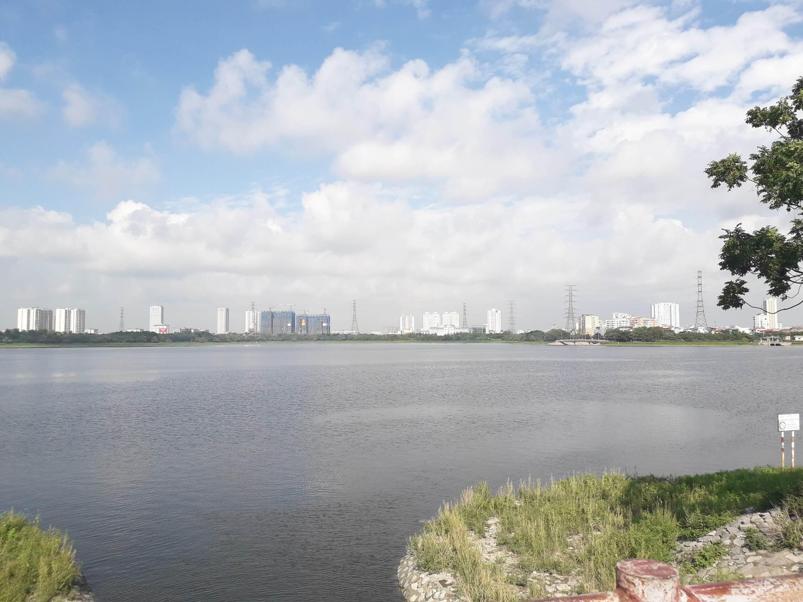 Hồ Yên Sở cực kỳ rộng và đẹp.
