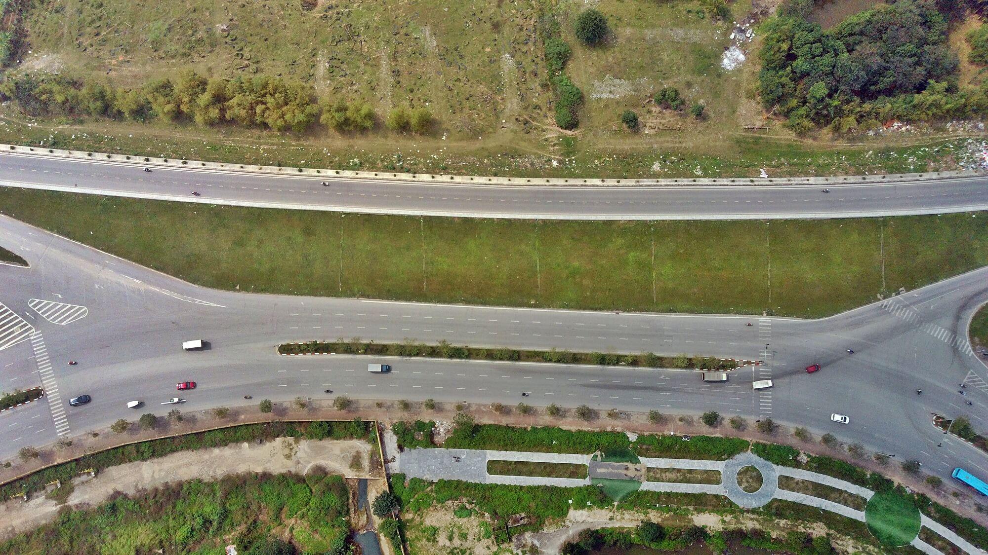 Đoạn giao cắt giữa đường Cổ Linh và cầu/hầm Trần Hưng Đạo.