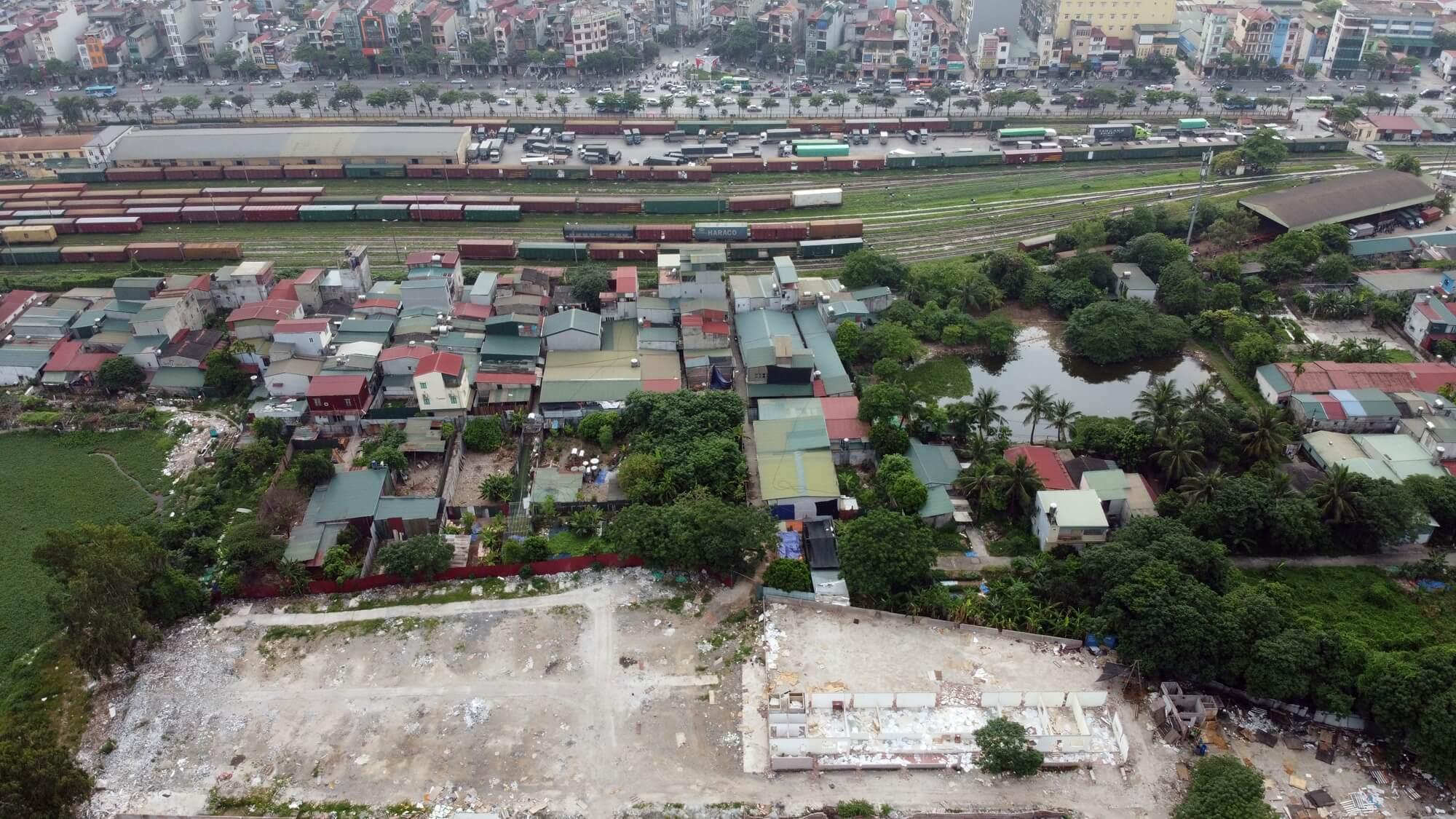 Lô đất có vị trí nằm ngay đằng sau ga Giáp Bát.