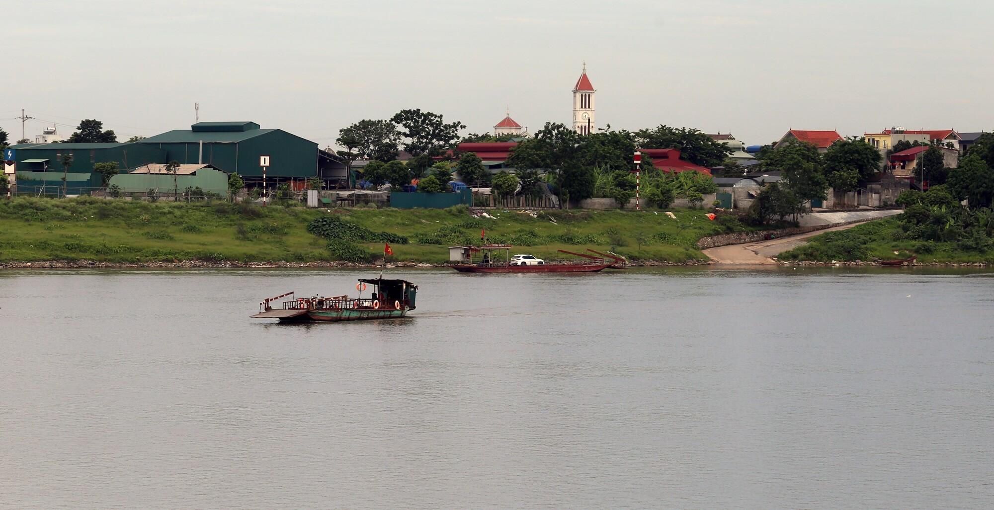 Sau khi cầu xây xong, người dân đi lại giữa 2 bên sông sẽ không còn phải đi phà nữa.
