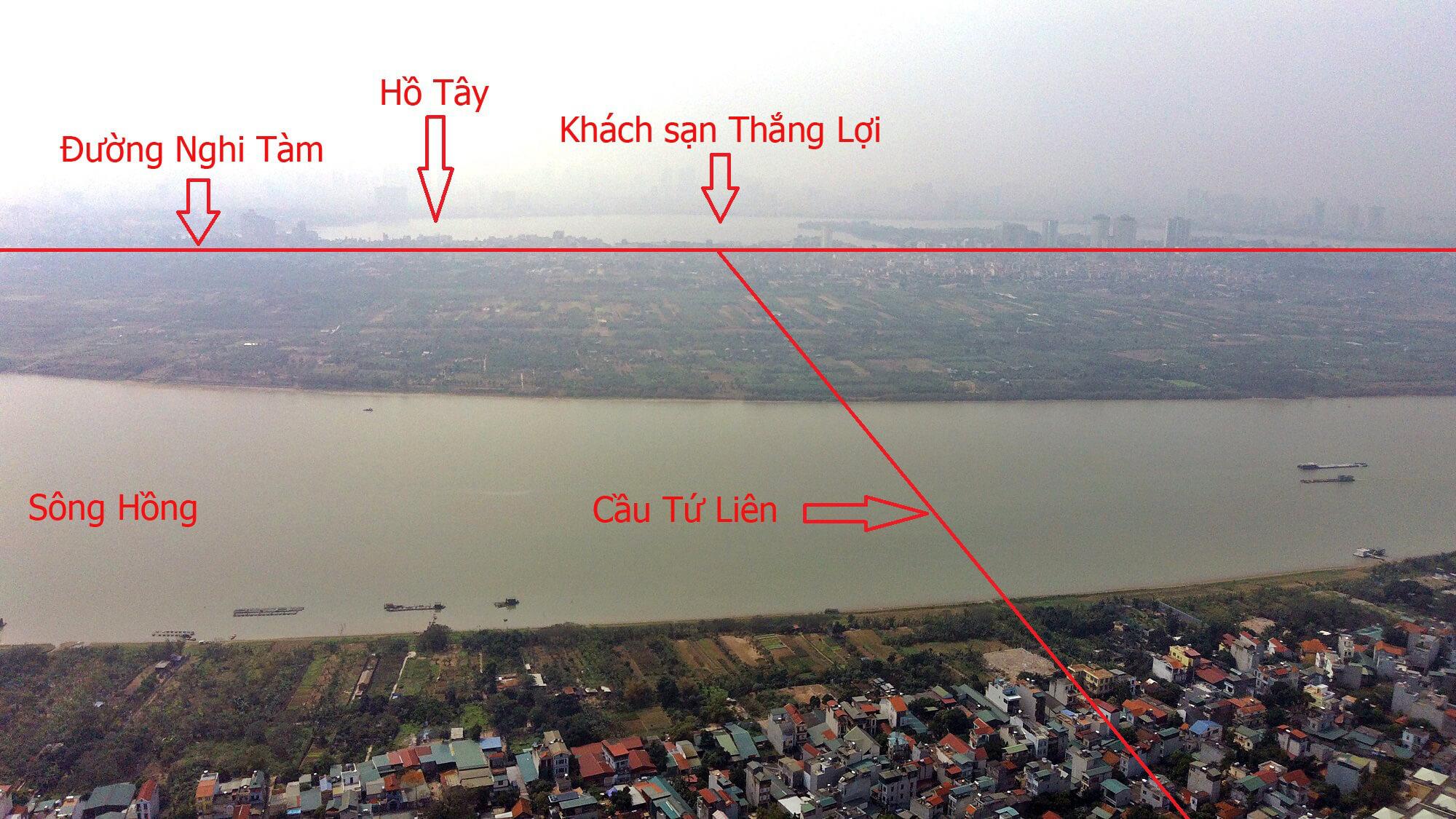Chân cầu phía Nghi Tàm nằm gần với khách sạn Thắng Lợi.