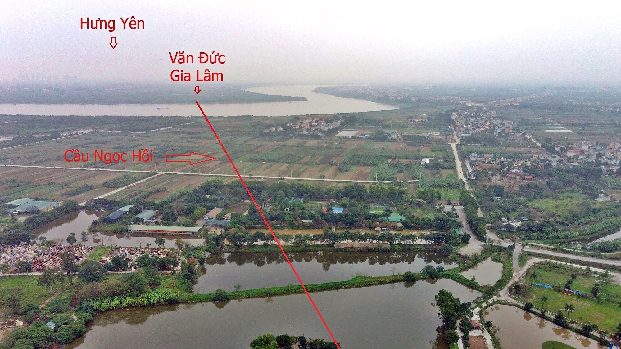 Cầu Ngọc Hồi tiếp nối từ đường vành đai 3,5 chạy qua sông Hồng đến Văn Đức ( Gia Lâm ).