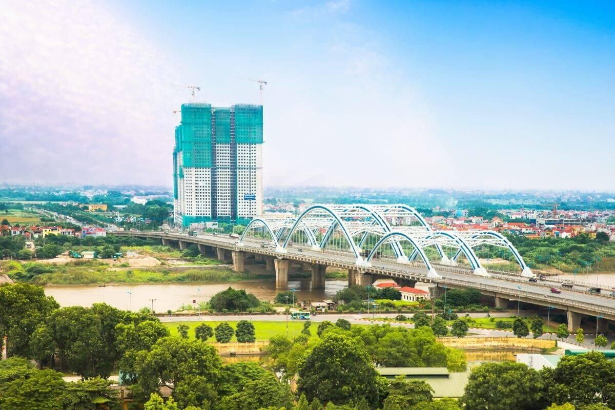 Cầu Đông Trù là một trong số các cây cầu có công nghệ xây dựng mới tại Việt Nam.