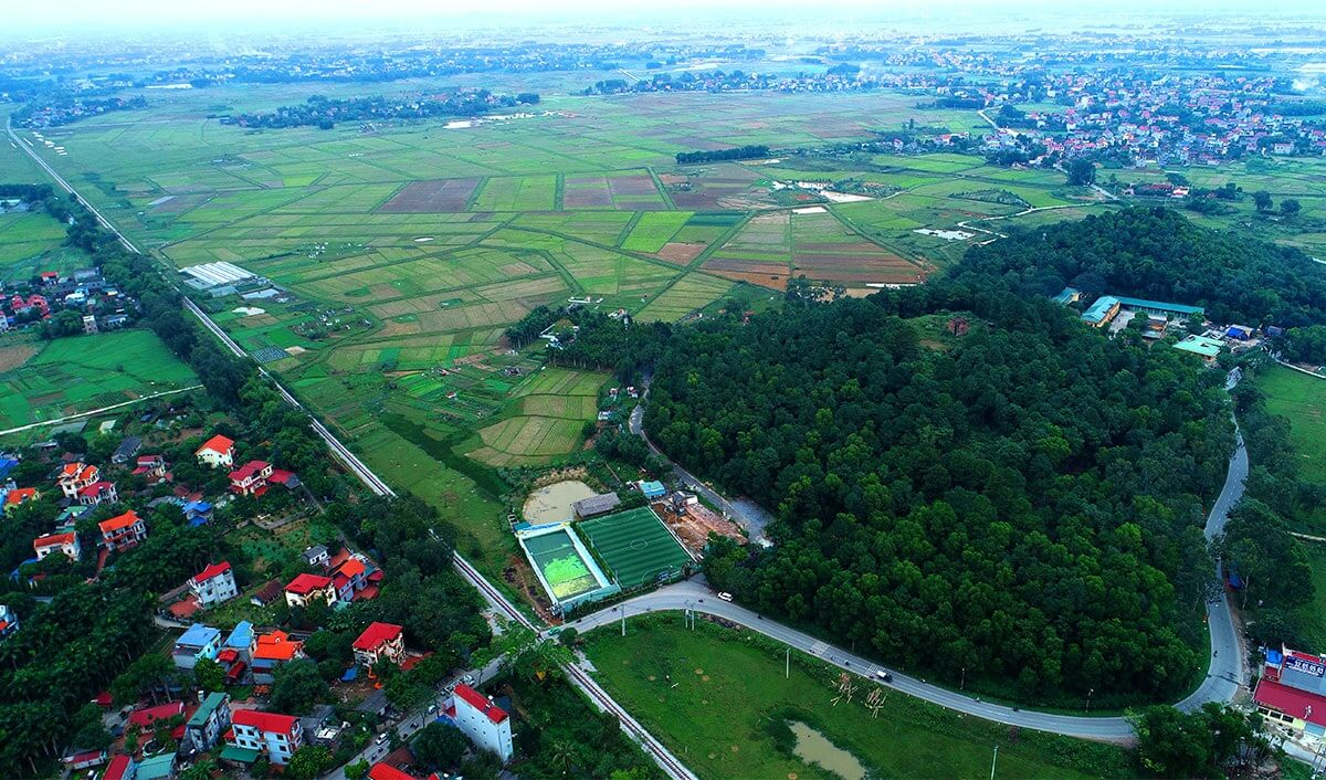 Tổ hợp giải trí đa năng - trường đua ngựa Sóc Sơn nằm trên địa bàn xã Tân Minh, huyện Sóc Sơn, Hà Nội.