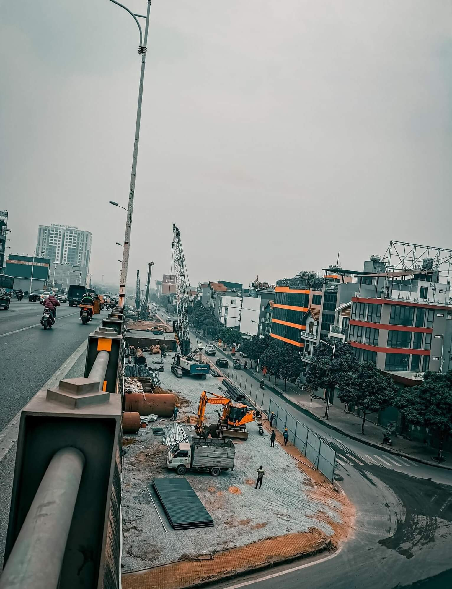 Những hình ảnh mới nhất về tiến độ thi công dự án cầu Vĩnh Tuy 2.